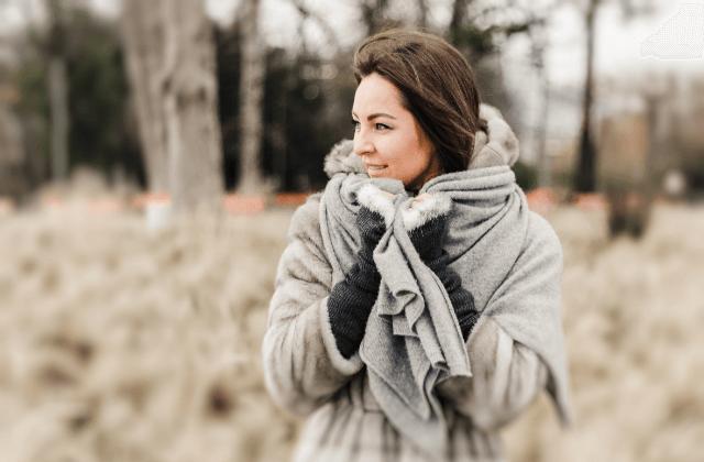 寒い女性写真